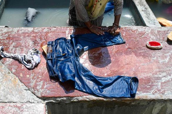 Ấn Độ phạt tội phạm cưỡng hiếp giặt quần áo cho 2.000 phụ nữ - Ảnh 1.