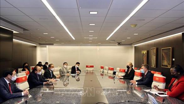 Chủ tịch nước Nguyễn Xuân Phúc đến thăm Công ty Pfizer - Ảnh 2.