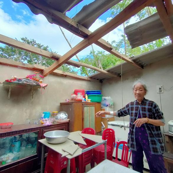 Lốc xoáy ở Quảng Nam làm nhà tốc mái, miền núi xói lở đập tràn - Ảnh 2.
