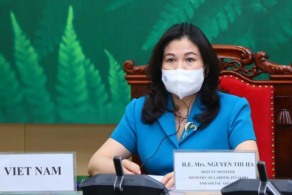 Thứ trưởng Nguyễn Thị Hà: Đảm bảo phụ nữ được tiếp cận vắc xin COVID-19 - Ảnh 1.
