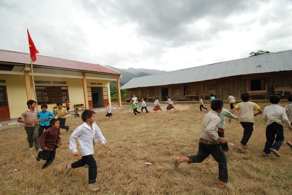 Chơi đào hầm trú ẩn, 3 em nhỏ ở Lâm Đồng bị cát vùi chết - Ảnh 1.