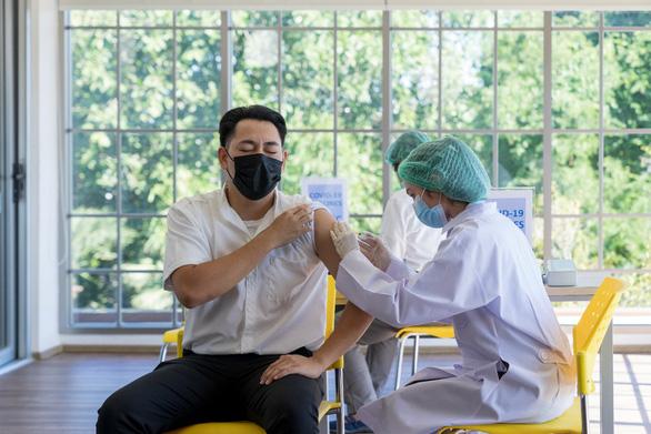 Lưu ý gì khi tiêm vắc xin ngừa COVID-19 mũi 2 - Ảnh 1.