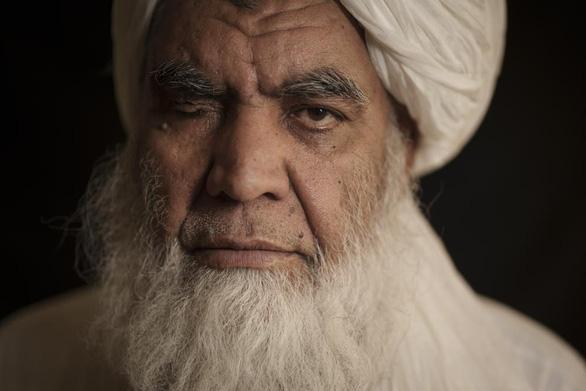 Lãnh đạo một mắt của Taliban: Sẽ chặt chân tay tội phạm - Ảnh 1.