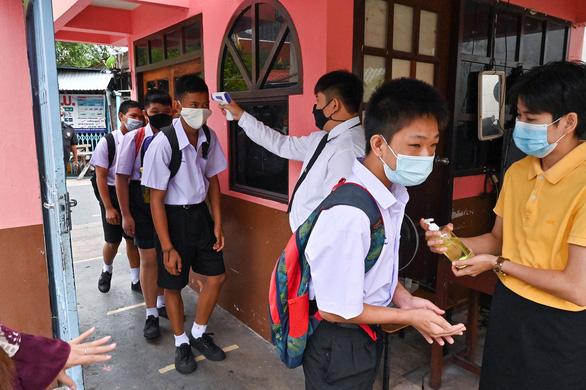 Thái Lan bồi thường nếu trẻ bị tác dụng phụ vắc xin COVID-19 - Ảnh 1.