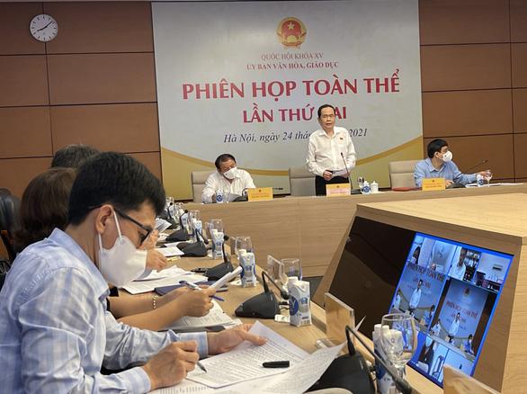 Bộ trưởng Nguyễn Văn Hùng: Phim là tác phẩm trọn vẹn, không nên 'cắt khúc' ra để đánh giá - Ảnh 1.