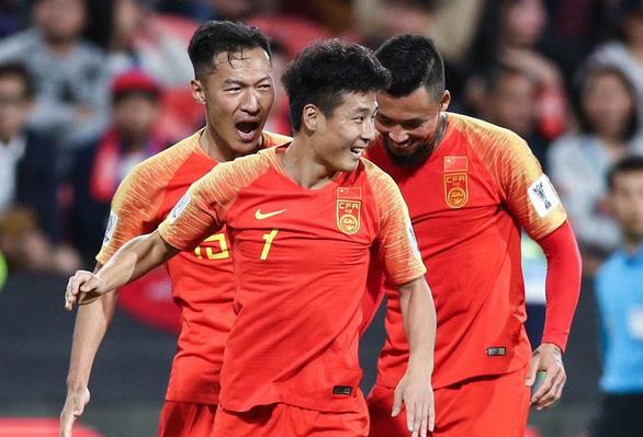 Trung Quốc dùng bóng bổng đối phó tuyển Việt Nam - Ảnh 1.