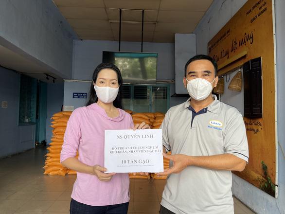 Khánh Vy dẫn Đường lên đỉnh Olympia năm thứ 22, Quyền Linh góp 10 tấn gạo làm từ thiện - Ảnh 5.