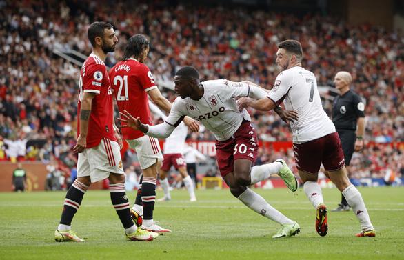 Bruno đá phạt đền lên trời, Man Utd thua trận thứ 2 liên tiếp trên sân nhà - Ảnh 3.