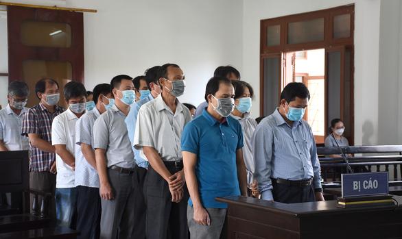 Xét xử 18 bị cáo vụ lộ đề thi công chức tại tỉnh Phú Yên - Ảnh 2.