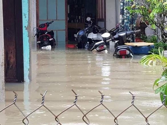 Dân treo băng rôn dự án khu phố chợ gây ngập, Quảng Nam yêu cầu kiểm tra - Ảnh 2.