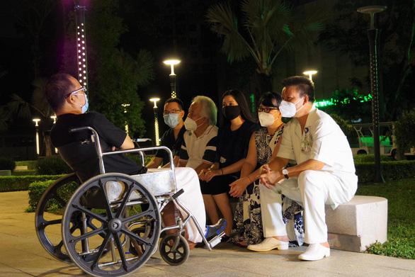 Nghệ sĩ saxophone Trần Mạnh Tuấn rơi nước mắt vì nhớ sân khấu - Ảnh 4.