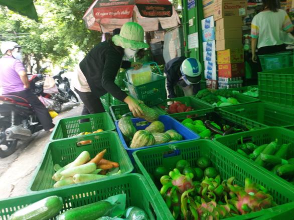 Chợ đầu mối ế khách do chợ... chui - Ảnh 1.