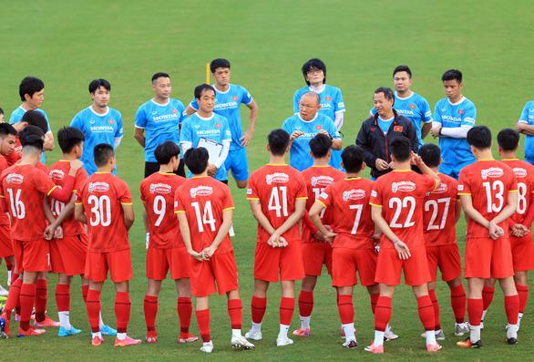 Thành Chung trở lại, tuyển Việt Nam bóc băng kỹ đối thủ Trung Quốc - Ảnh 1.