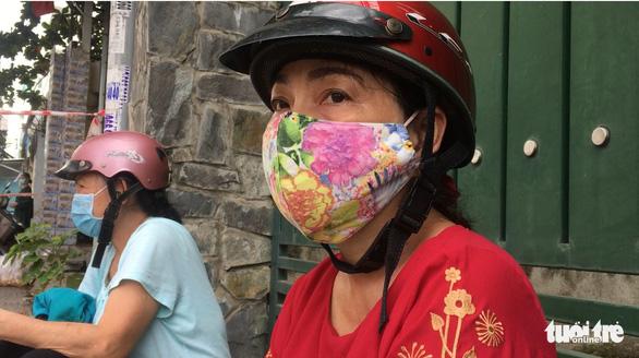 Nhiều người dân TP.HCM nhận thông báo tiêm mũi 2, đội mưa đến nơi rồi về vì... thiếu giấy mời - Ảnh 3.