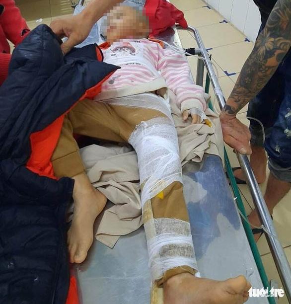 Sạt lở đất giữa khuya ở Hà Tĩnh, một cháu bé bị gãy chân khi đang ngủ - Ảnh 2.