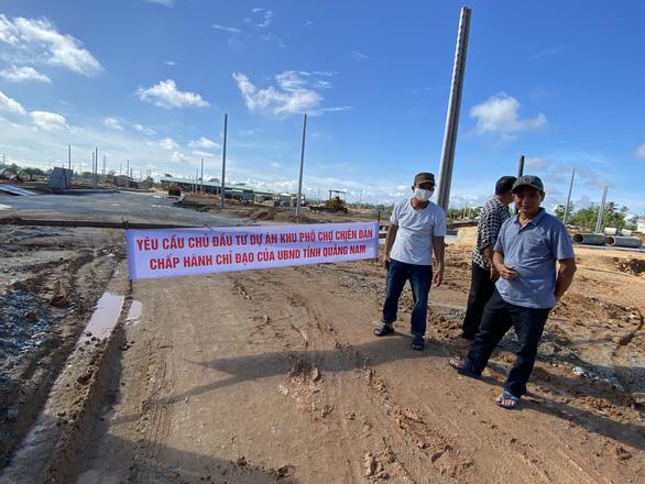 Dân treo băng rôn dự án khu phố chợ gây ngập, Quảng Nam yêu cầu kiểm tra - Ảnh 1.