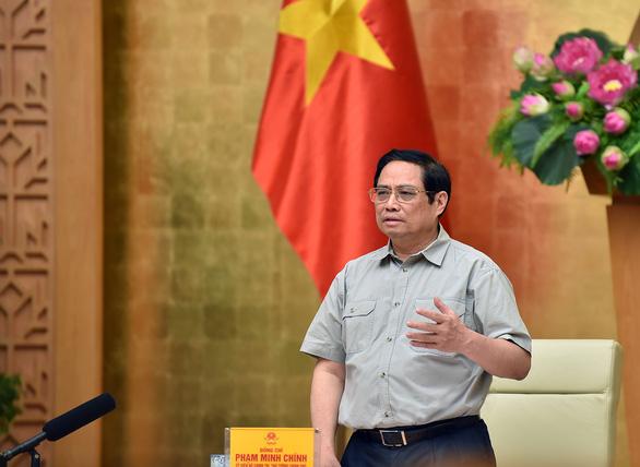 Thủ tướng: Chuyển từ không có COVID sang thích ứng an toàn, thúc đẩy phát triển kinh tế - Ảnh 1.