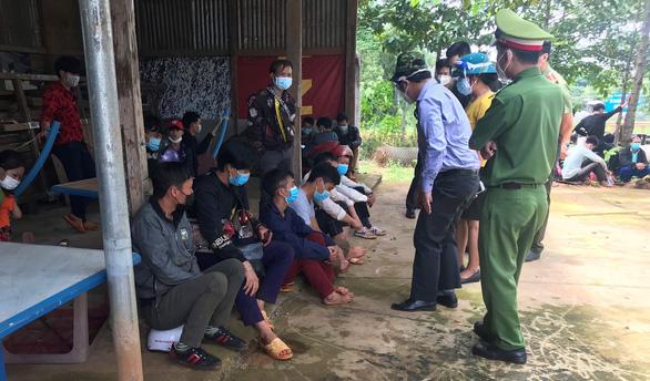 Đắk Nông đề nghị Nghệ An đón 130 công nhân cạo mủ cao su đi từ Bình Phước bị kẹt ở đây - Ảnh 2.