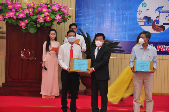 Tiếp nhận hơn 25 tỉ đồng hỗ trợ học sinh Bình Phước học trực tuyến - Ảnh 1.