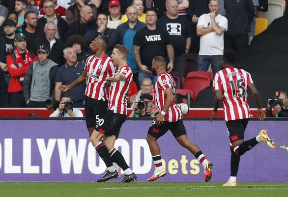Liverpool bị tân binh Brentford cầm chân 3-3 sau màn rượt đuổi tỉ số - Ảnh 1.