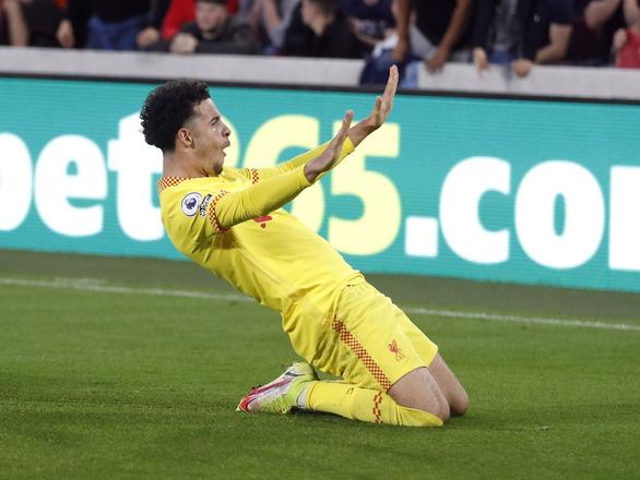 Liverpool bị tân binh Brentford cầm chân 3-3 sau màn rượt đuổi tỉ số - Ảnh 3.