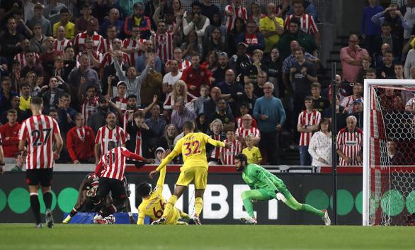 Liverpool bị tân binh Brentford cầm chân 3-3 sau màn rượt đuổi tỉ số - Ảnh 4.