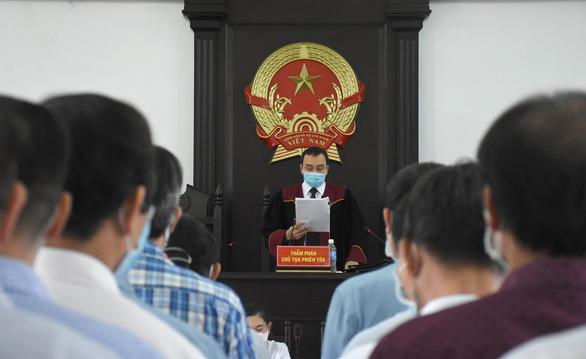 Cựu phó giám đốc Sở Nội vụ bị tuyên án 2 năm tù vụ lộ đề thi công chức - Ảnh 2.