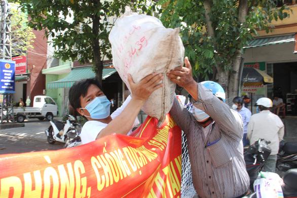 Tháo bớt rào chắn không cần thiết trên các tuyến đường Đà Nẵng - Ảnh 1.