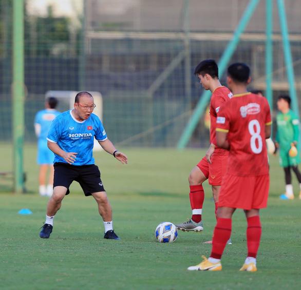 Dẫn dắt đội tuyển quốc gia lẫn U22 Việt Nam: Ông Park căng mình trên các mặt trận - Ảnh 1.