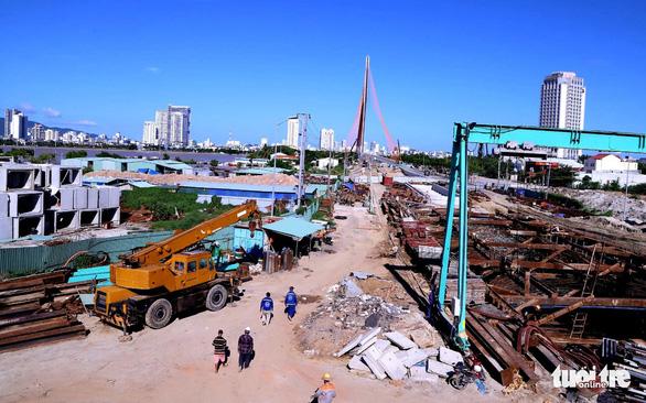 Người dân vùng xanh Đà Nẵng được ra ngoài tập thể dục, dạo biển - Ảnh 6.