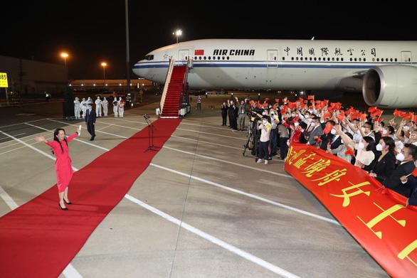 Vì sao bà Mạnh Vãn Chu được chào đón với thảm đỏ hoành tráng như lãnh đạo quốc gia? - Ảnh 1.