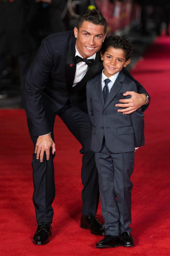 Ronaldo xây tương lai cho con tại Old Trafford - Ảnh 1.