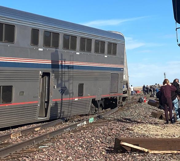 Tàu hỏa trật bánh ở Mỹ, ít nhất 53 người thương vong - Ảnh 1.