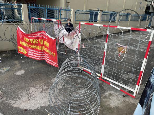 Tháo gỡ rào chắn ở TP.HCM: tháo chướng ngại vật và tâm lý nặng nề cho người dân - Ảnh 7.