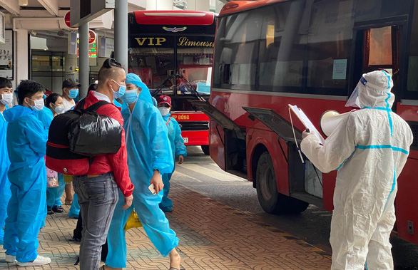 Chuyến bay 'đặc biệt' đón hơn 900 công dân Bắc Giang về quê, có 45 bé dưới 2 tuổi - Ảnh 3.