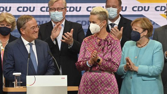 Bầu cử Đức: Đảng bà Merkel thua sít sao nhưng vẫn còn cơ hội nắm quyền - Ảnh 2.