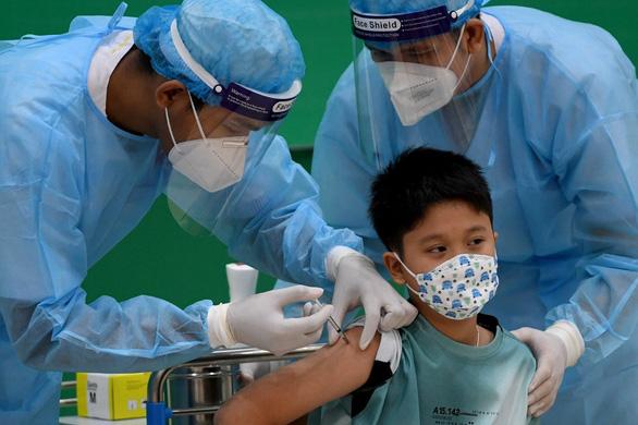 Toàn cầu đã tiêm hơn 6 tỉ liều vắc xin, còn 3 nước chưa tiêm mũi nào - Ảnh 1.