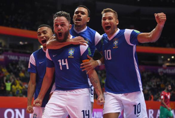 Cùng chật vật vượt qua tứ kết, Brazil chạm trán Argentina tại bán kết World Cup futsal - Ảnh 1.