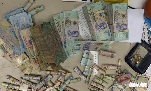 An Giang khởi tố thêm 7 nghi phạm trong đường dây đánh bạc 2.000 tỉ - Ảnh 3.