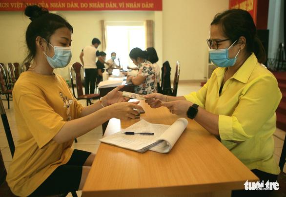 Hà Nội hỗ trợ người ngoại tỉnh và người nước ngoài khó khăn vì COVID-19 - Ảnh 1.