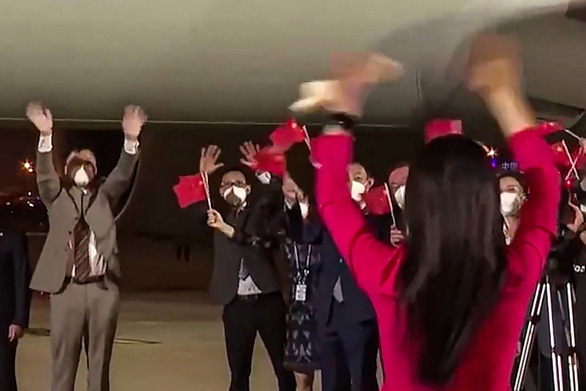 Vợ chồng công chúa Huawei hét lên yêu nhau làm dân Trung Quốc hoan hỉ - Ảnh 1.