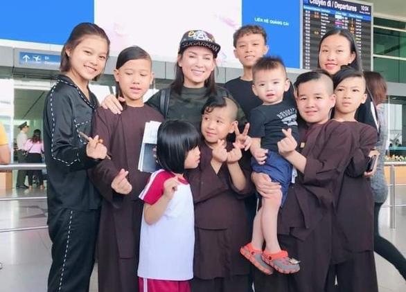 Trizzie Phương Trinh hứa sẽ lo cho các con nuôi của Phi Nhung - Ảnh 1.