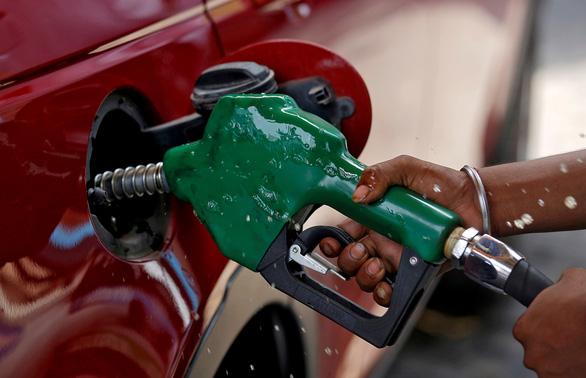 Giá dầu toàn cầu tăng cao nhất sau gần 3 năm - Ảnh 1.