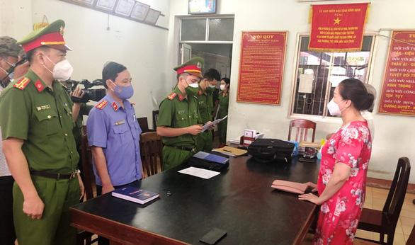 Bắt tạm giam nữ doanh nhân trúng đấu giá 262 lô đất Nam Tuy Hòa tội 'trốn thuế' - Ảnh 1.