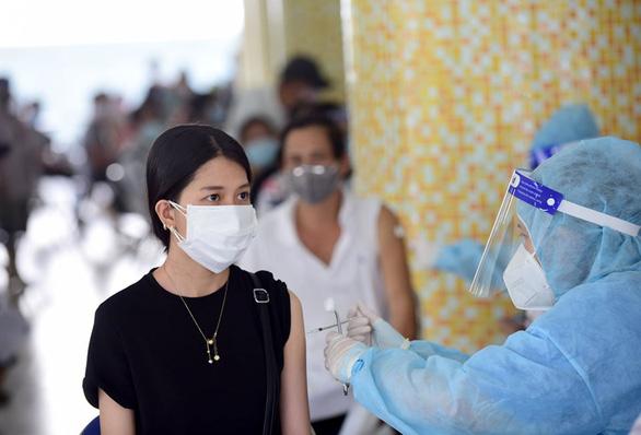 Từ tháng 10 vắc xin về nhiều, Bộ Y tế đề nghị các tỉnh thành đẩy nhanh tiến độ tiêm - Ảnh 1.