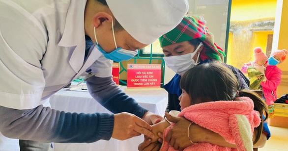 Lo ngại khi tỉ lệ trẻ tiêm vắc xin bạch hầu, uốn ván, ho gà, bại liệt giảm - Ảnh 1.