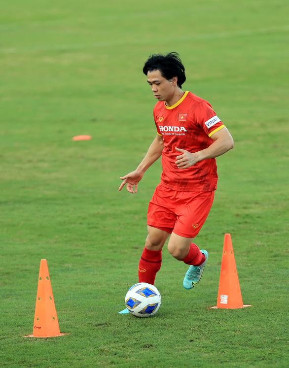Tuyển Việt Nam trước trận gặp Trung Quốc, Oman: Ông Park bận tâm ở hàng thủ - Ảnh 1.