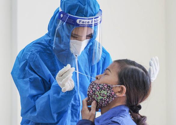 Bộ Y tế đề xuất COVID-19 là bệnh nghề nghiệp hưởng BHXH - Ảnh 1.