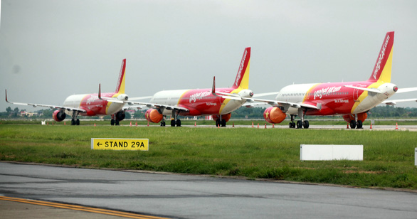 Hà Nội đề nghị tiếp tục dừng chuyến bay thương mại, tàu hỏa chở khách - Ảnh 1.