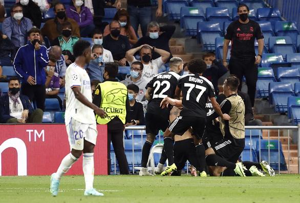 Địa chấn tại Bernabeu: 'Đội bóng tí hon' Sheriff quật ngã Real Madrid - Ảnh 1.